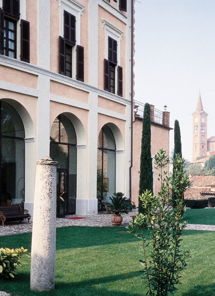Innenarchitekt Interior Design Hotel Hotellerie Restaurant Retail: Hotel Castello di Villa, Isola d'Asti